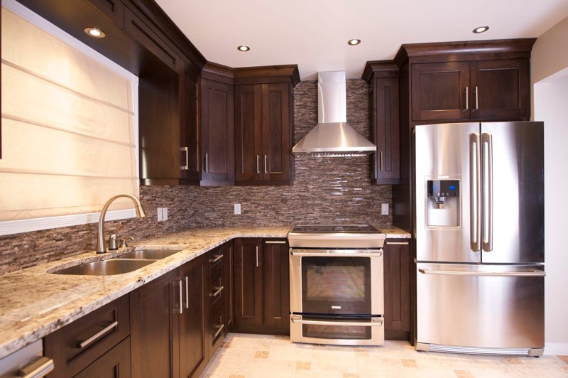 Custom kitchen cabinets calgary evolve kitchens for Shaker style kitchen cabinets