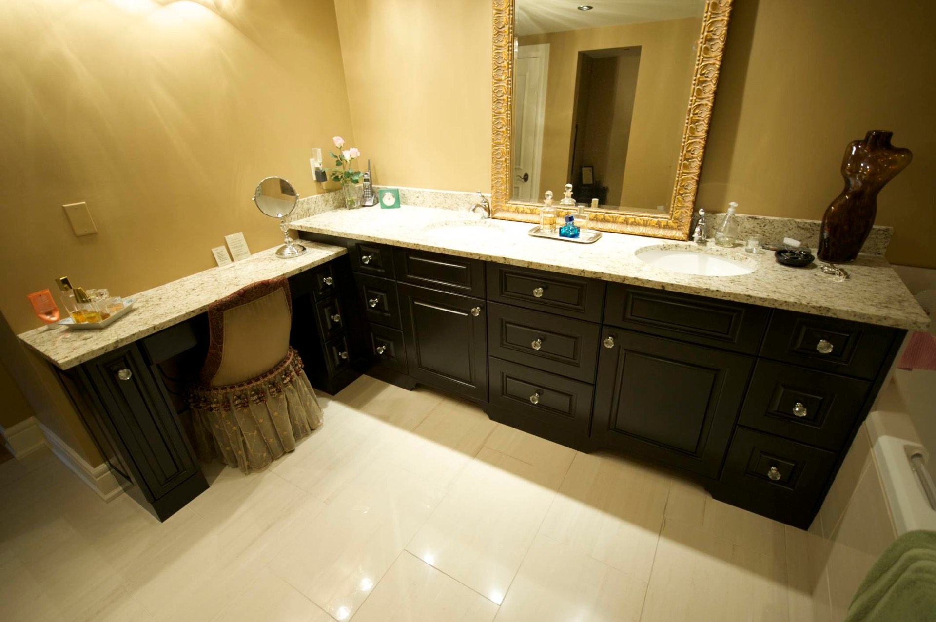 Bathroom cabinets by evolve kitchens for Bathroom cabinets quebec