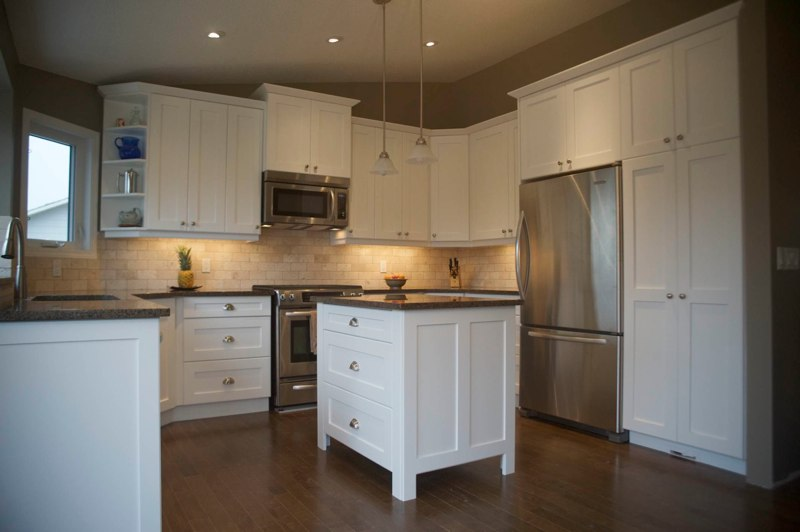 Custom kitchen cabinets calgary evolve kitchens for Kitchen cabinets calgary